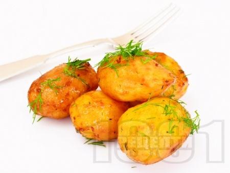 Печени пресни картофи с пармезан и копър - снимка на рецептата